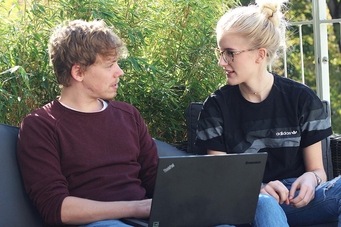 Tom und Charlotte im neuen myposter Office