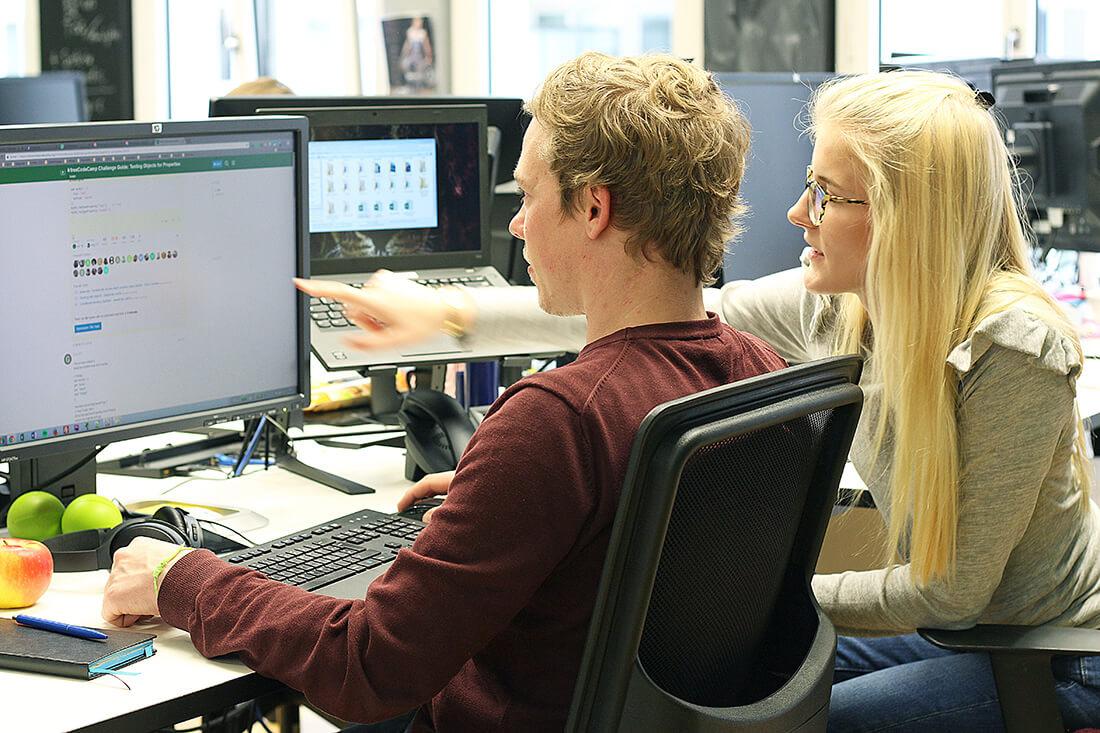 Tom und Charlotte bei der Vorbereitung